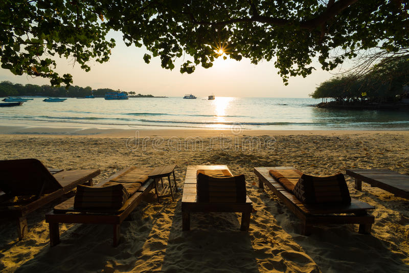 Entspannung auf einem Strand lizenzfreie stockbilder