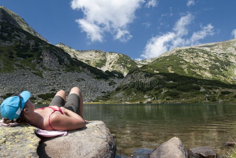 Entspannung in den Bergen stockbilder