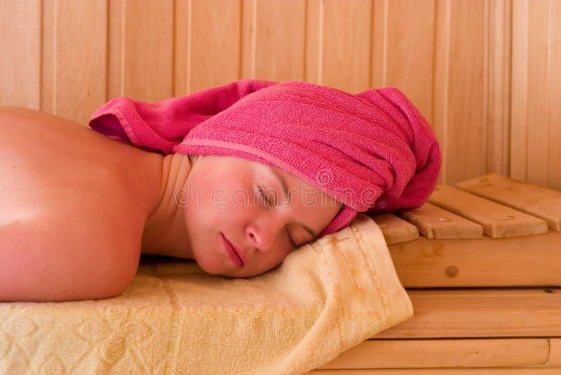 Entspannung in der Sauna lizenzfreie stockfotografie