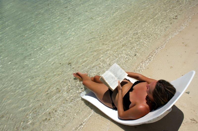 Entspannung gelesen lizenzfreie stockfotografie