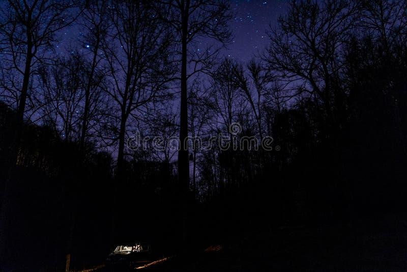 Entspannungsnacht unter den Sternen stockfoto