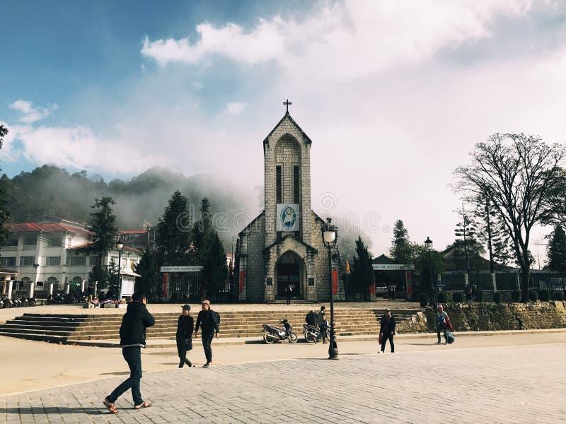 Entsteinen Sie Kirche lizenzfreie stockfotos