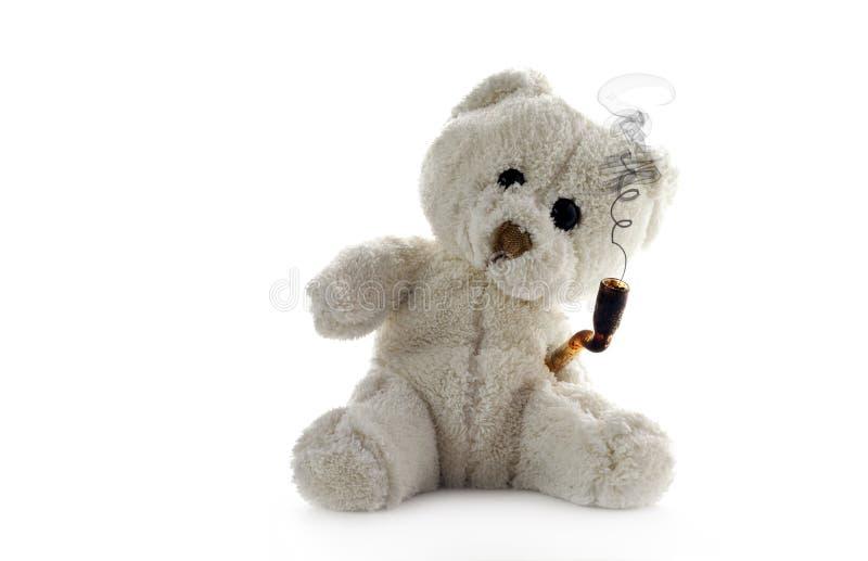 Entsteinter Teddybär betreffen Nullhintergrund stockfotografie