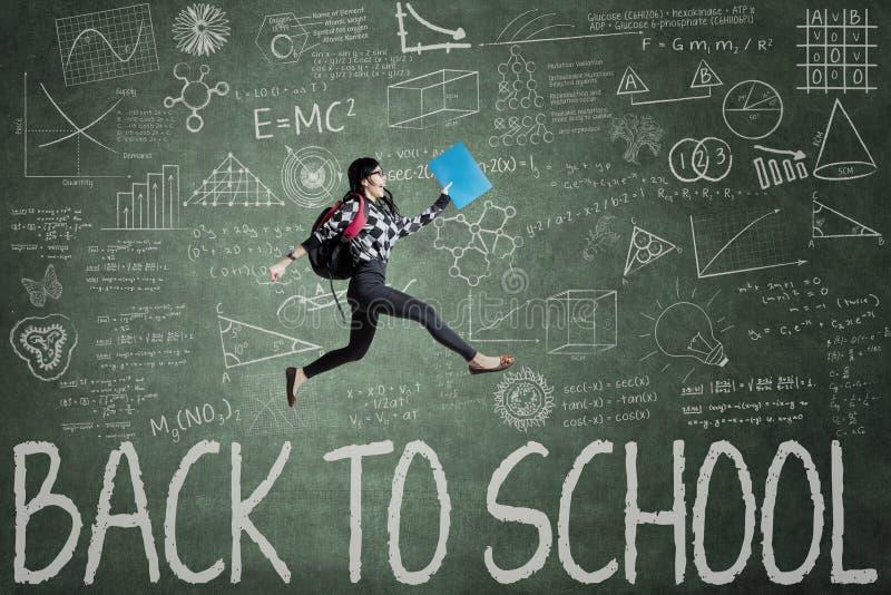 Entusiasmstudent tillbaka till skolan arkivbild