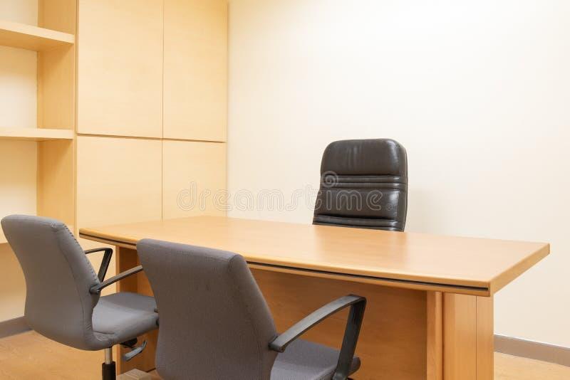 Entwerfen eines neuen Büros für Kleinbetriebe stockbild