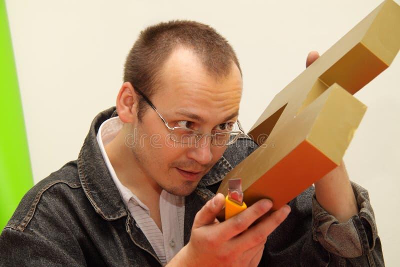 Entwerfer produziert dreidimensionales Zeichen. stockfoto
