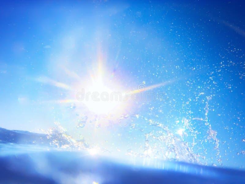 Entwurfsschablone mit Unterwasserteil und Sonnenuntergang lizenzfreies stockfoto