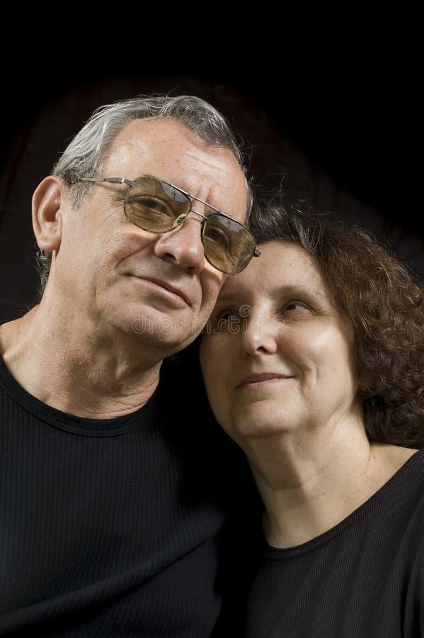 Entzückende Älterpaare lizenzfreies stockfoto