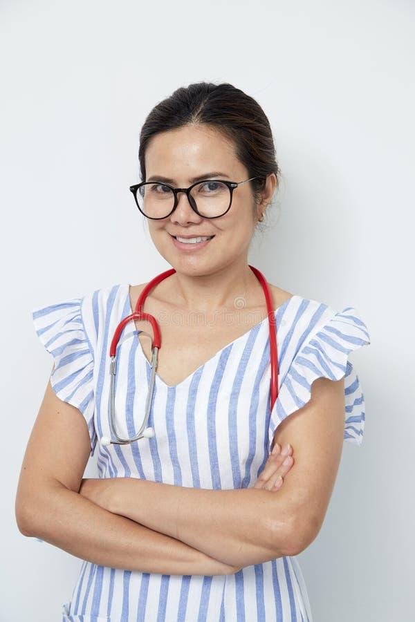 Entzückende Ärztin International Women ' s-Tag lizenzfreies stockbild