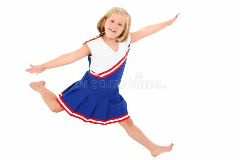 Entzückende 7 Einjahres in der Cheerleader-Uniform lizenzfreie stockfotos