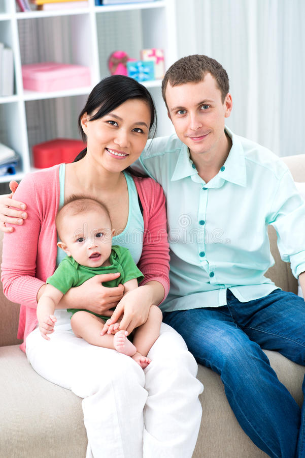 Entzückende Familie lizenzfreies stockbild
