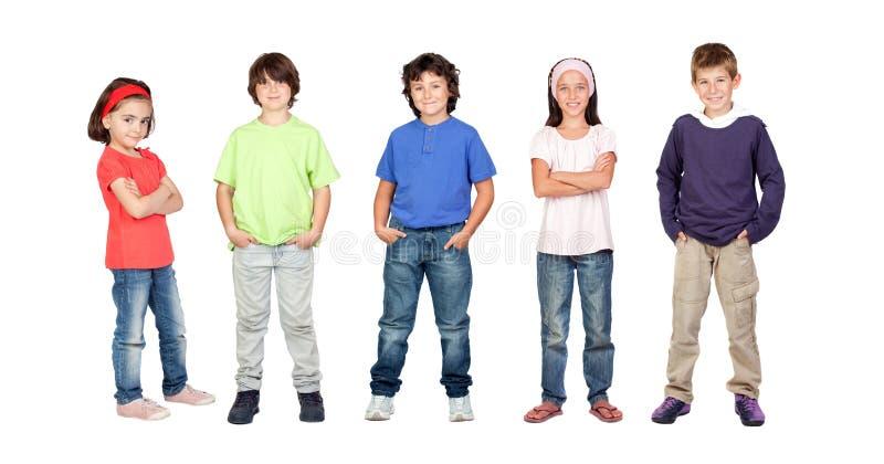Entzückende Kinder, zwei Mädchen und drei Jungen lizenzfreies stockfoto