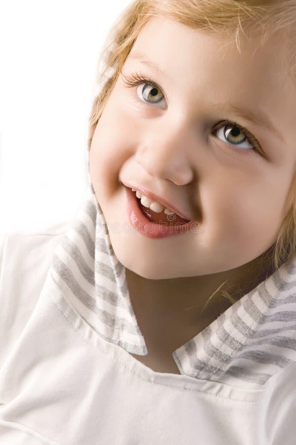 Entzückende Nahaufnahme des kleinen Mädchens lizenzfreies stockfoto