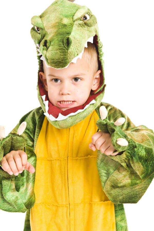 Entzückender Junge im Krokodilkostüm lizenzfreie stockbilder