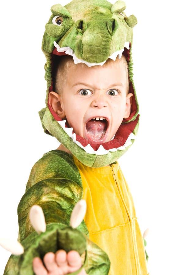 Entzückender Junge im Krokodilkostüm stockbilder