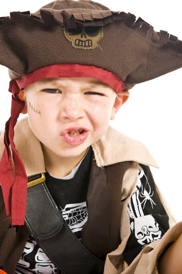 Entzückender Junge im Piratenkostüm lizenzfreies stockfoto