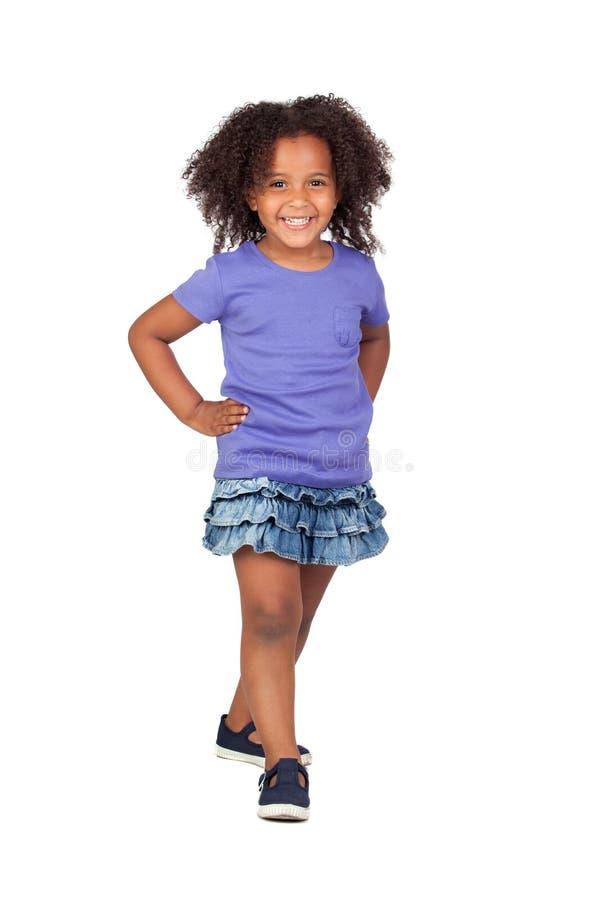 Entzückendes afrikanisches kleines Mädchen mit Denimminirock lizenzfreies stockfoto