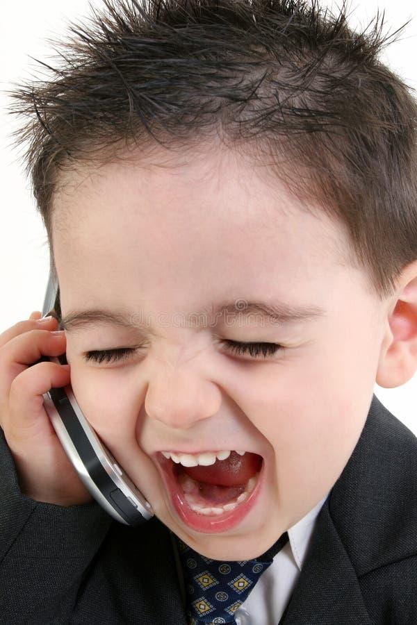Entzückendes Baby in der Klage kreischend in Mobiltelefon stockfoto