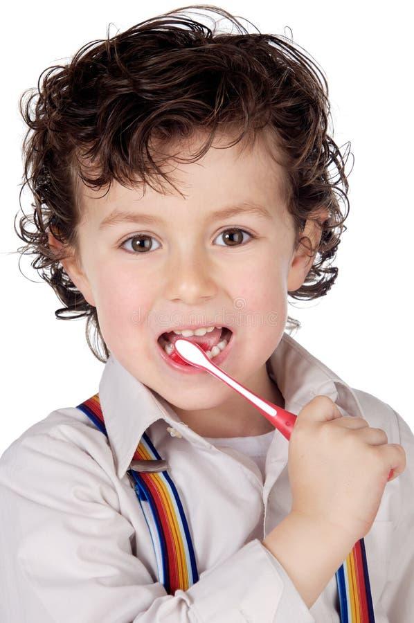 Entzückendes Jungenkind, das die Zähne säubert stockfotos