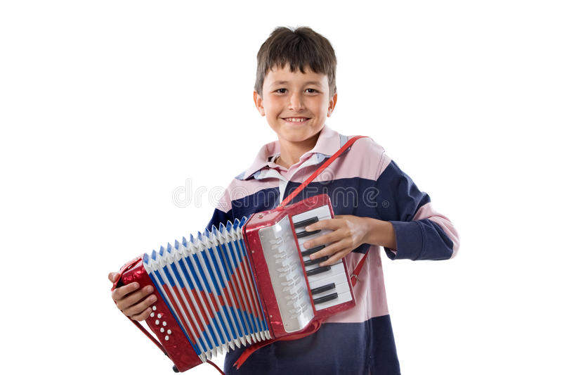 Entzückendes Kind, das rotes Akkordeon spielt lizenzfreies stockbild