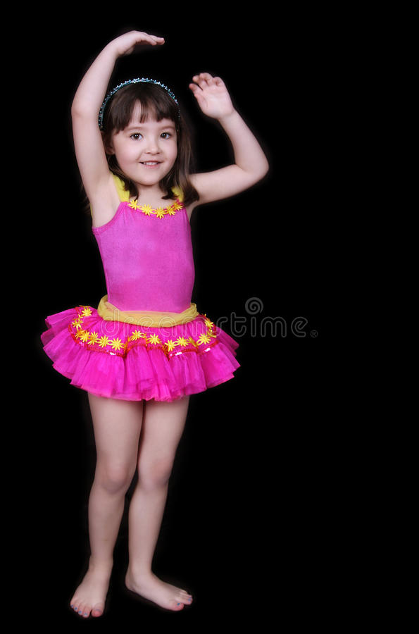 Entzückendes kleines Mädchen im rosafarbenen Tu-tu trennte lizenzfreie stockfotografie