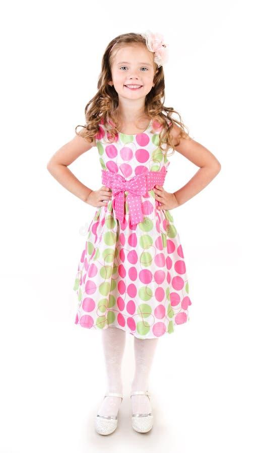 Entzückendes lächelndes kleines Mädchen in Prinzessinkleid lokalisiert lizenzfreie stockfotografie