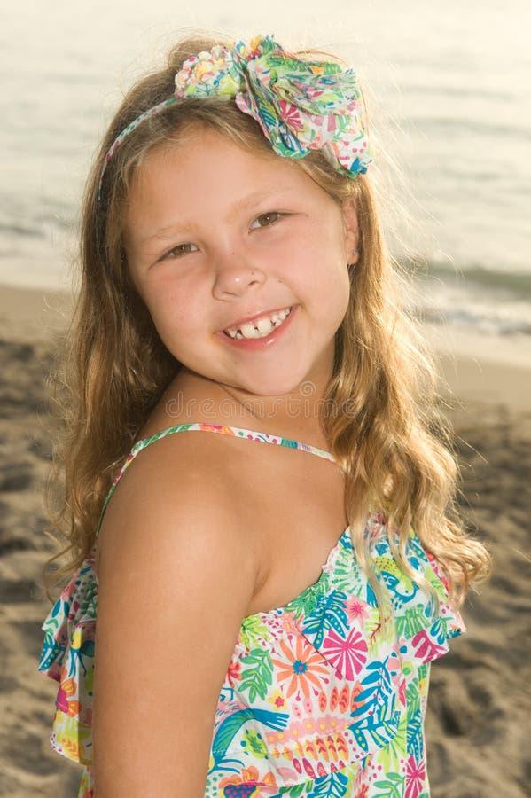 Entzückendes Strandmädchen stockbilder