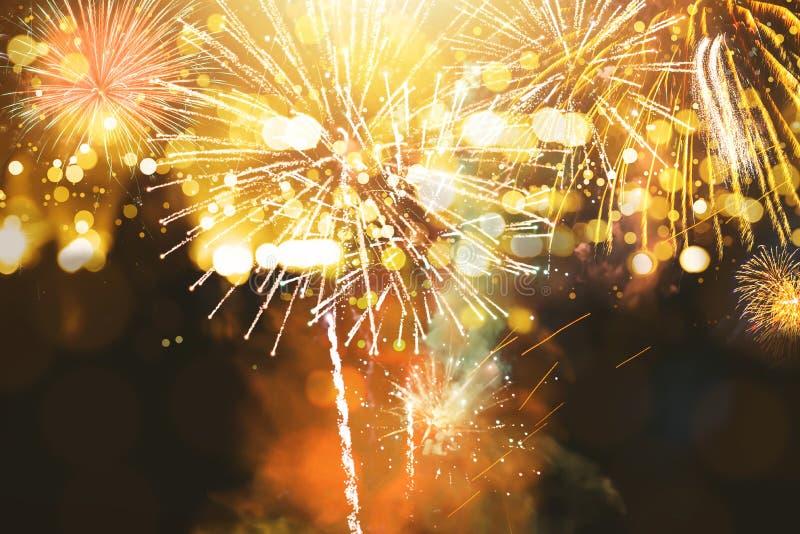 entziehen Sie Hintergrund Gold-farbige Unschärfe Feuerwerke kreisen Unschärfe ein lizenzfreies stockfoto