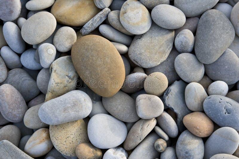 Entziehen Sie Hintergrund mit runden Steinen lizenzfreie stockbilder