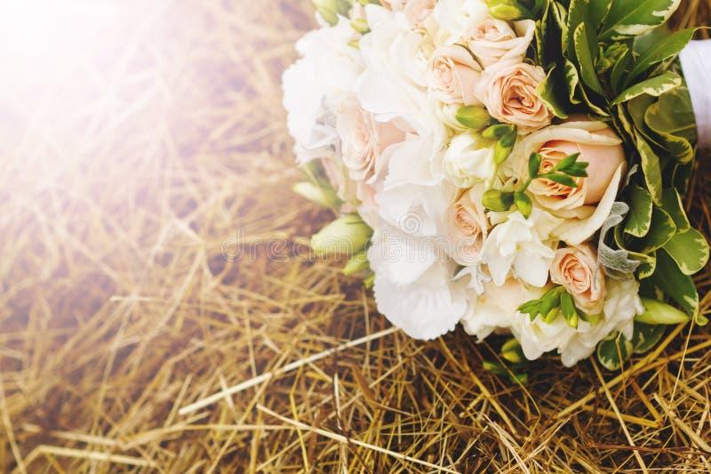 Entziehen Sie rosafarbene Blumen stockfotos