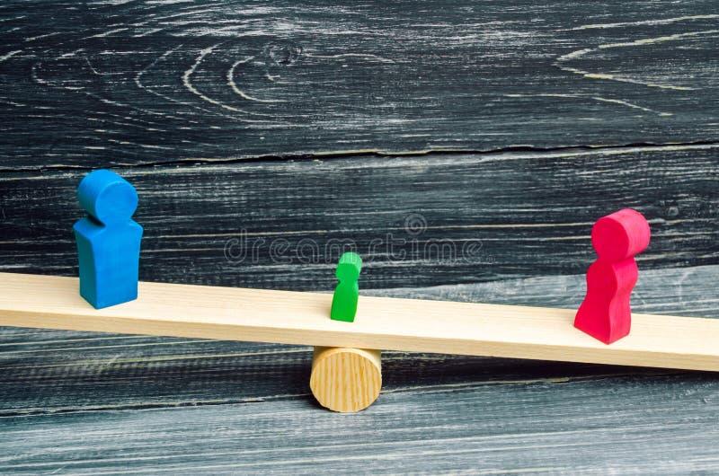 Entzug von elterlichen Rechten Konzept des Schutzes eines Kindes Zugelassene Scheidung Hammer eines Richters Familiengericht, Ges stockfotos