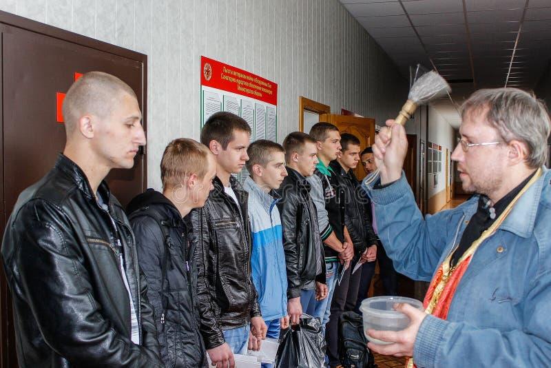 Envío de reclutas en el ejército bielorruso en la región de Gomel imagen de archivo