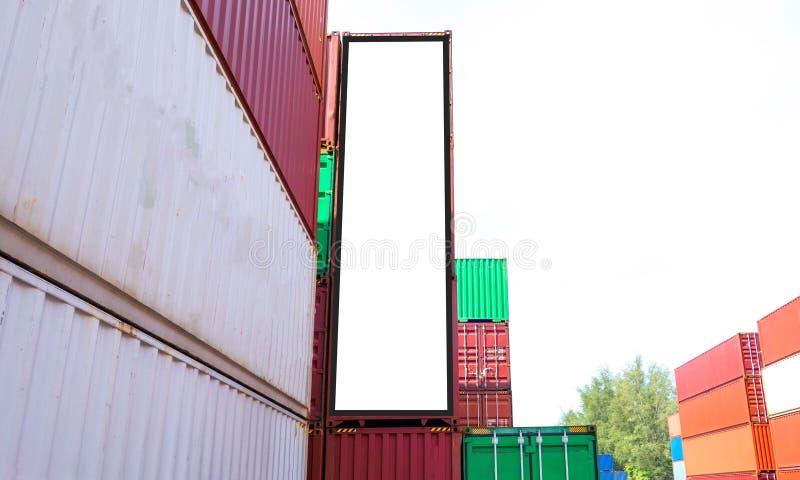 Envío del envase para el negocio logístico de las importaciones/exportaciones e industrial Cartelera blanca vacía Espacio en blan imagen de archivo libre de regalías