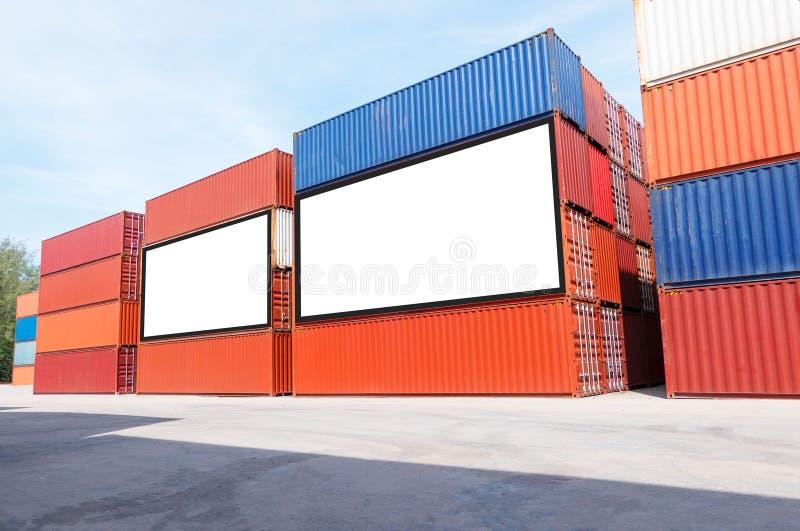 Envío del envase para el negocio logístico de las importaciones/exportaciones e industrial Cartelera blanca vacía Espacio en blan fotografía de archivo