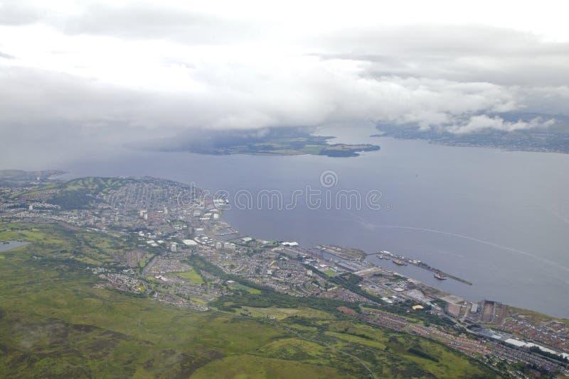 Envío a lo largo de Clyde River del puerto Glasgow fotografía de archivo libre de regalías