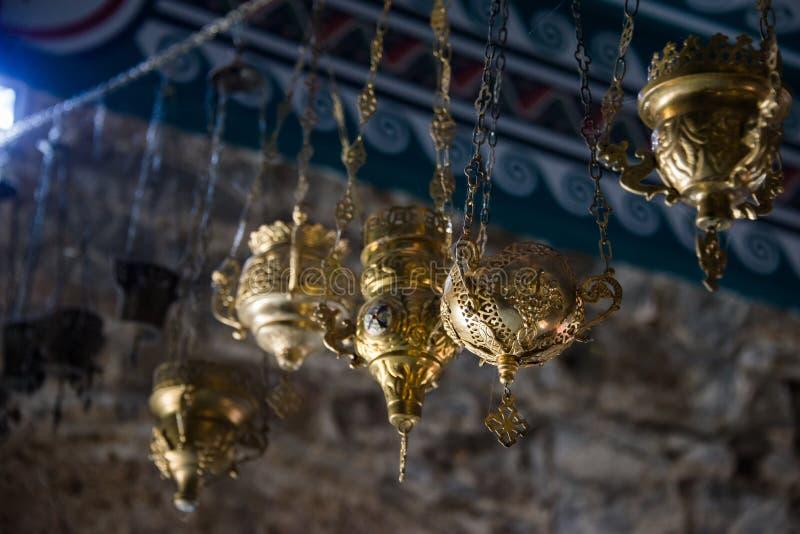 Envase adornado del incienso en el monasterio de Troyan imagen de archivo libre de regalías