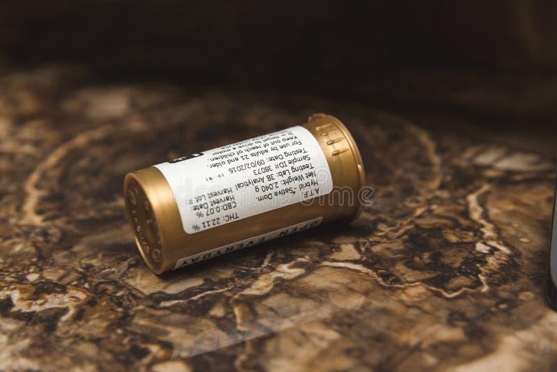 Envase médico de la marijuana imagen de archivo libre de regalías