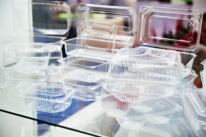 Envases de comida disponibles plásticos imagenes de archivo
