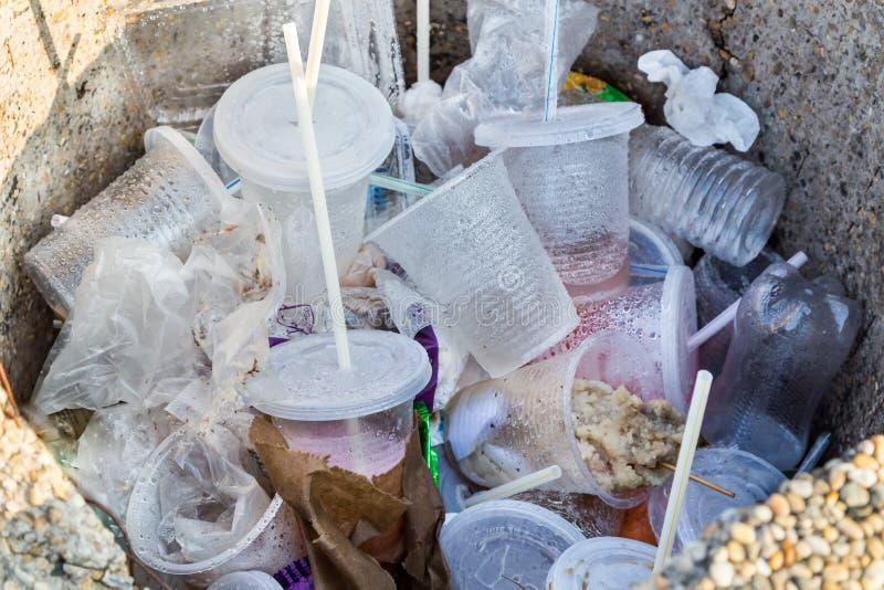 Envases del PVC y st no-biodegradables hostiles ambientales fotos de archivo libres de regalías