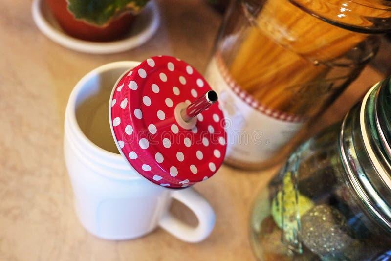 Envases hermosos para el almacenamiento de diversa comida Para los dulces, líquidos, imagen de archivo libre de regalías