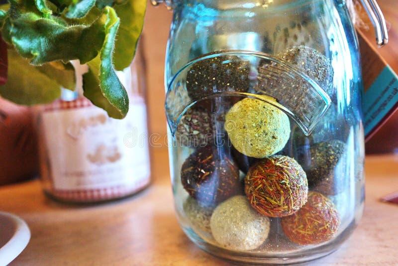 Envases hermosos para el almacenamiento de diversa comida Para los dulces, líquidos, fotos de archivo