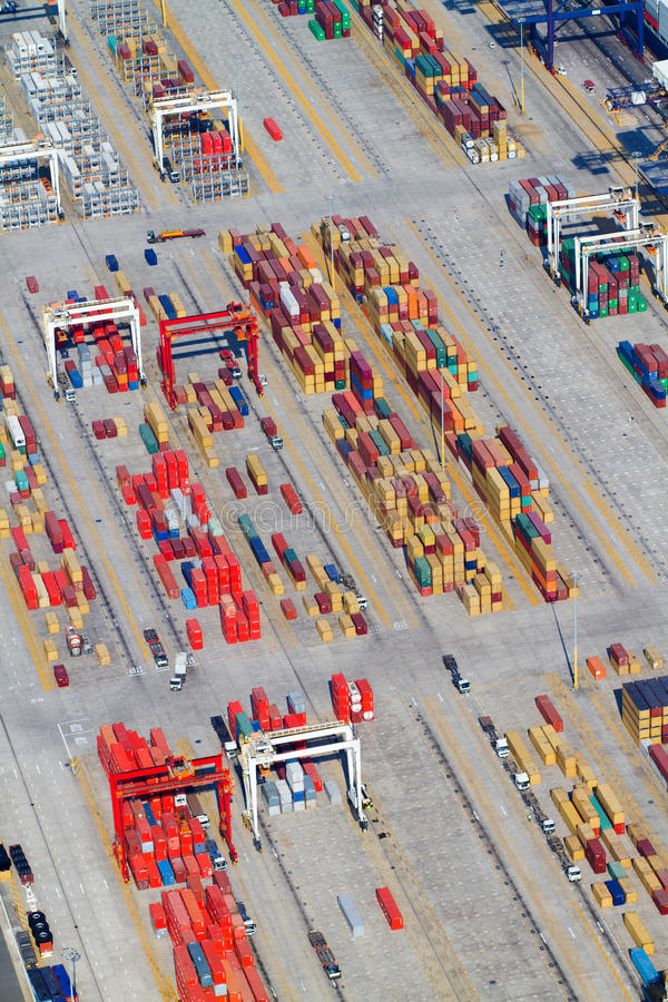 Envases que empilan en el puerto de Durban imagenes de archivo