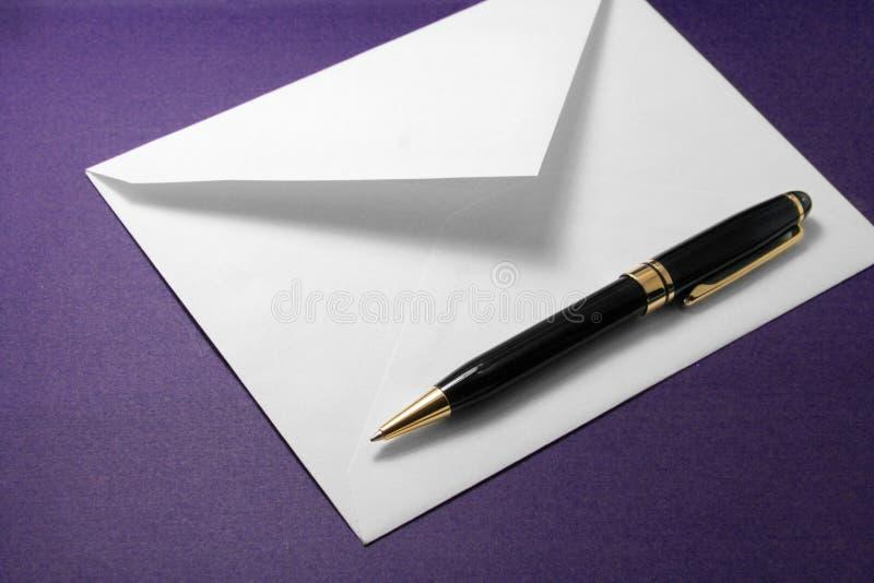 Envelop en pen royalty-vrije stock foto's
