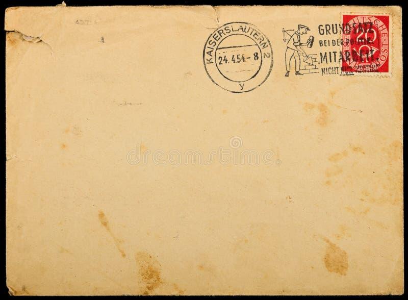 Envelope de envio pelo correio usado vintage, circa 1954. imagens de stock
