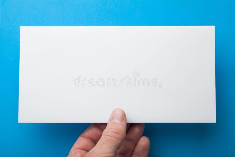 Envelope do correio ou inseto do DL à disposição fotos de stock
