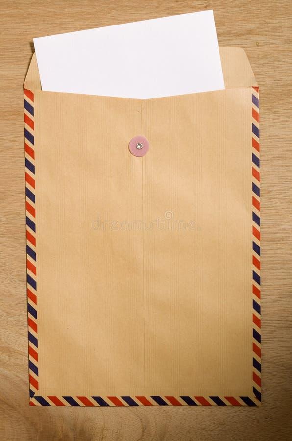 Envelope e papel de Brown fotografia de stock