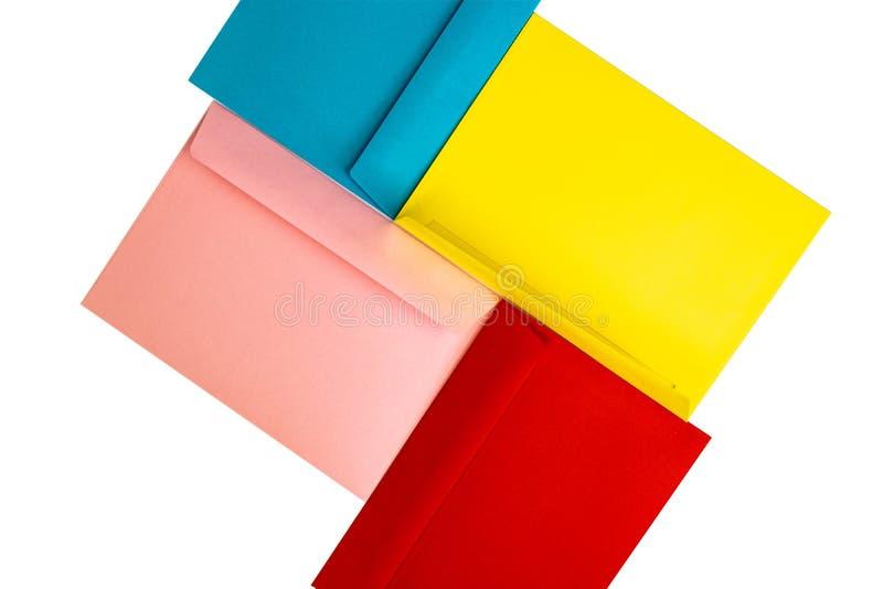 Envelopes coloridos diferentes na tabela Multi envelopes coloridos imagens de stock royalty free