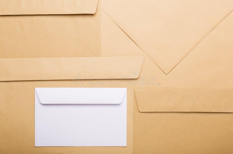 Envelopes do papel de embalagem Envelopes do Livro Branco fotografia de stock royalty free