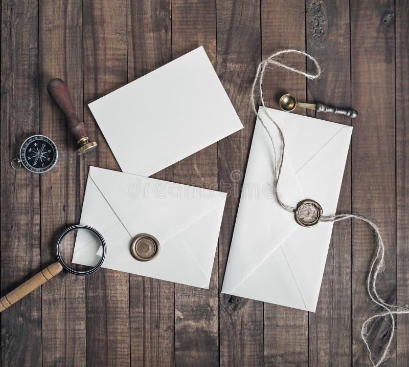 Envelopes do papel vazio fotografia de stock