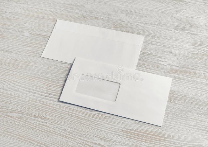 Envelopes do papel vazio fotos de stock